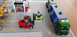 LEGO set Vrachtterminal 60169 op een speelmat
